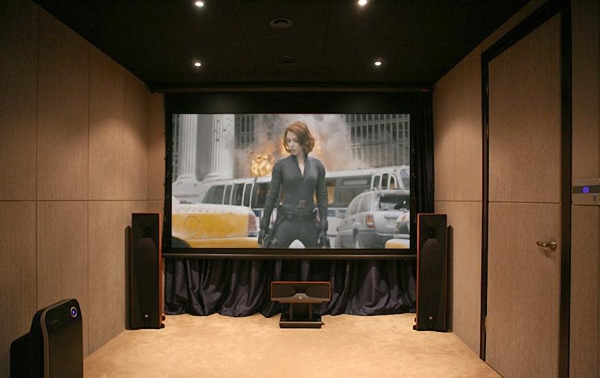 Loa JBL Studio 580 trong phong xem phim