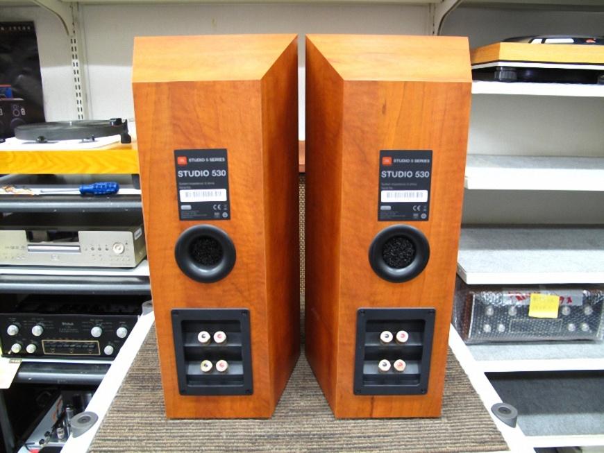 mat sau Loa JBL Studio 530