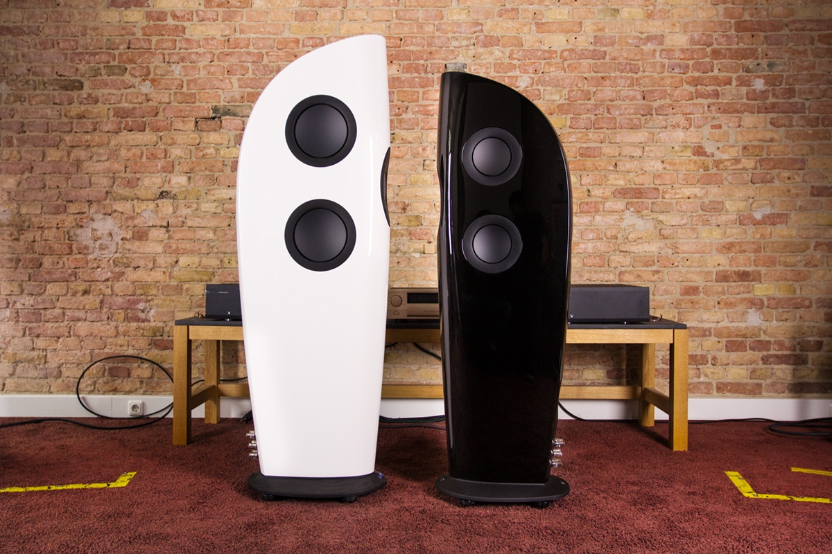 Loa KEF Blade Two hay