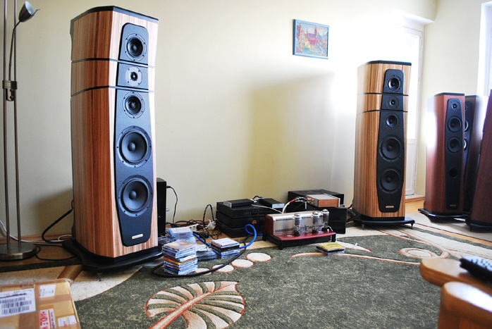 loa AudioSolutions Rhapsody 200