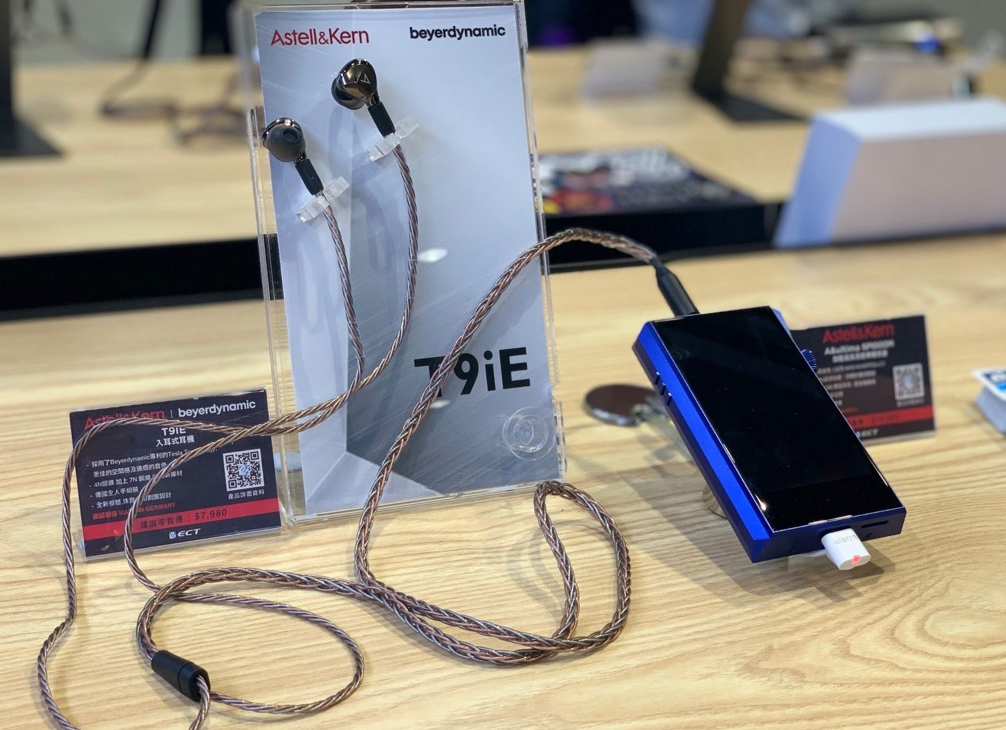tai nghe Astell&Kern Layla AION dep