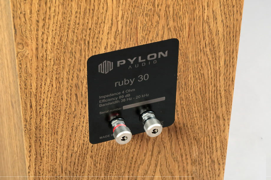 loa pylon ruby 30 sau